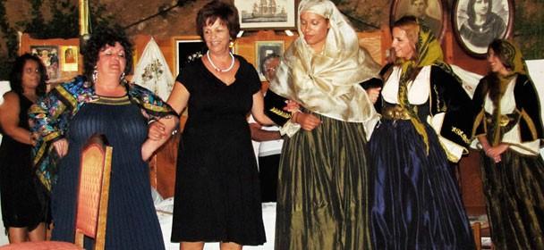 """Αναπαράσταση """"Κουμιώτικου Γάμου"""" από την θεατρική ομάδα του Δήμου Κύμης"""