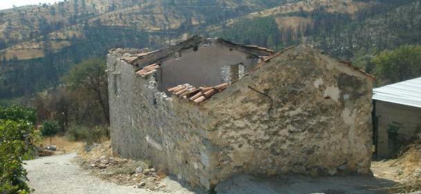 Τα ακατοίκητα σπίτια του χωριού