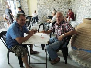 Ο Στέλιος Καραμουζάς και ο Δημήτρης Σιμιτζής, μπέρδεψαν το τάβλι με την... πρέφα!