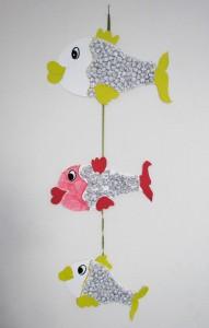 Ψαράκια από χαρτόνι και αλουμινόχαρτο