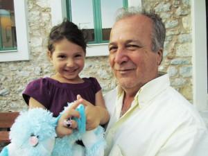 Η Αθηνούλα με τον νονό της, Νίκο Μανή