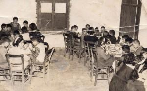 Συσσίτιο για τους μαθητές του σχολείου, αρχές του '60