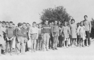Μαθητές του μονοθέσιου δημοτικού σχολείου Κρεμαστού, αρχές δεκαετίας του 60