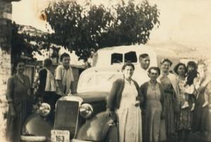 Το πρώτο αυτοκίνητο στο χωριό, του Δημήτρη Μπούρικα 1957 (όταν έγινε ο δρόμος)