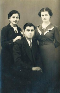 Δημήτρης Παπαδημητρίου (σκοτώθηκε στα Δεκεμβριανά, 12/12/1944, στην Αθήνα, στην οδό Χαλκοκονδύλη από αδέσποτη σφαίρα, σε ηλικία 29 χρονών), Μαρία Παπαδημητρίου και Καίτη Λαγούδη