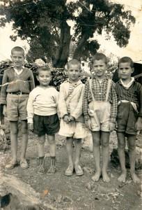 1963 από δεξιά: Γιάννης Μούντριχας, Δημήτρης Μούντριχας, Βασίλης Τσαούσης, Μιχάλης Βαλσαμάς, Κωνσταντίνος Λαγούδης