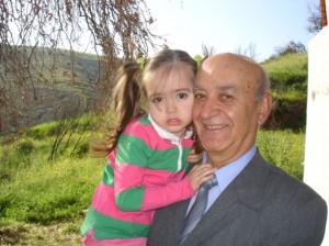 Ο Γιώργος Μούντριχας με την εγγονή του