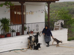 Η Ελένη Δούνα, έξω από το σπίτι της