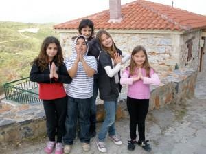 Τα παιδιά του Κρεμαστού εύχονται να αναρρώσει γρήγορα το χωριό τους από την φωτιά...