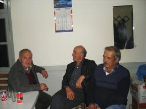 Δημήτριος Αλ. Σιμιτζής, Κώστας Μούντριχας, Νίκος Αρβανίτης (Πλαστήρας), στο μαγαζί του τελευταίου