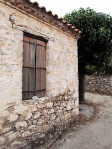 Ξύλινα παράθυρα που θυμίζουν άλλες εποχές...